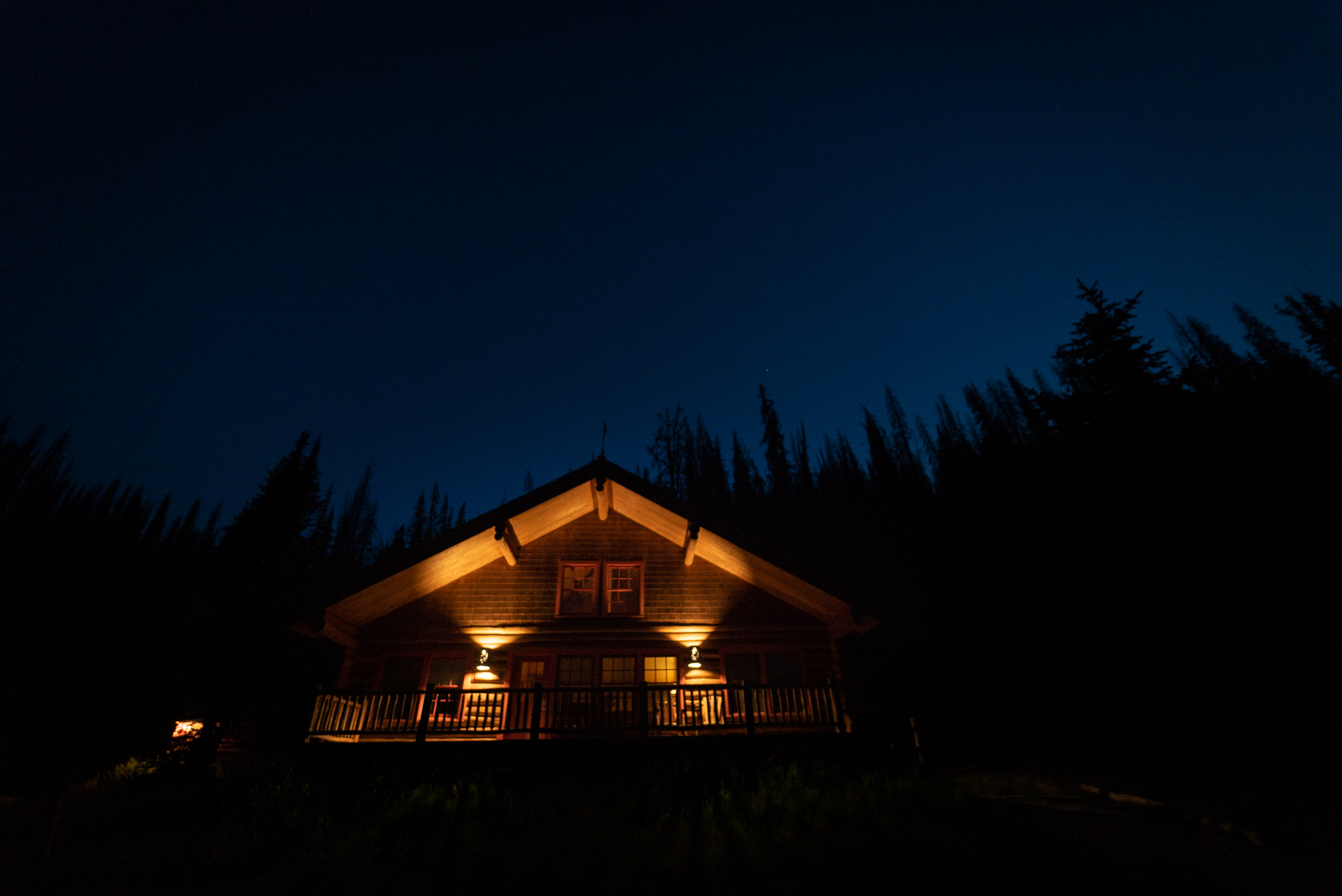 Brooks Lake Lodge is one of the best places to stay near Yellowstone National Park