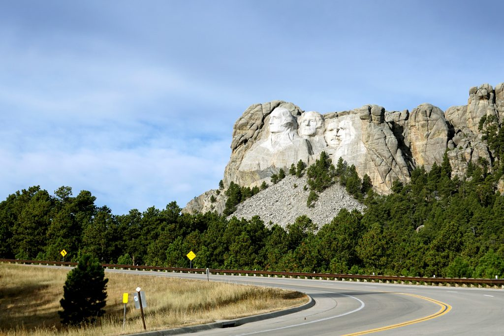 mount rushmore to yellowstone road trip